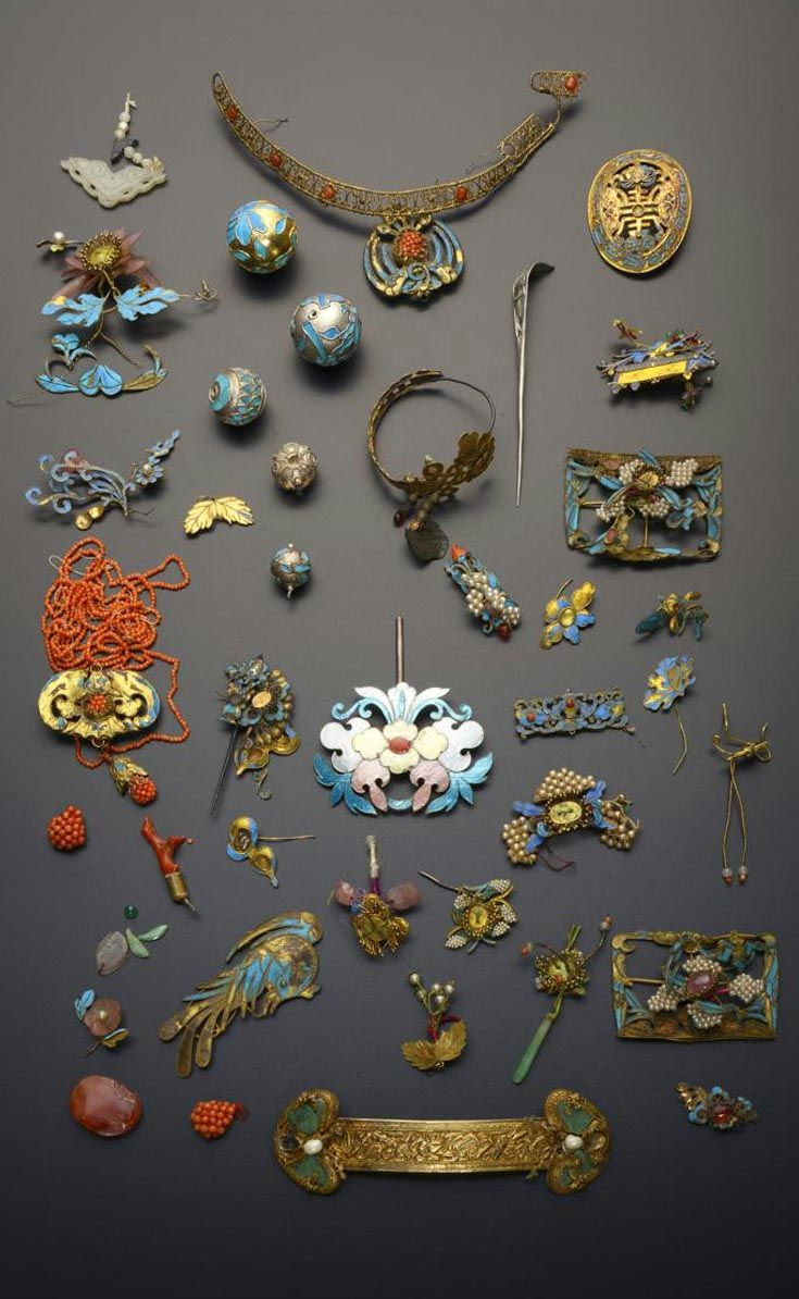 China | Collection of gilt metal and Kingfisher feather items; comprising buttons, plaques, hair ornaments, small beads and coloured cabochons | Qing Dynasty | 750£ ~ sold (May '15)