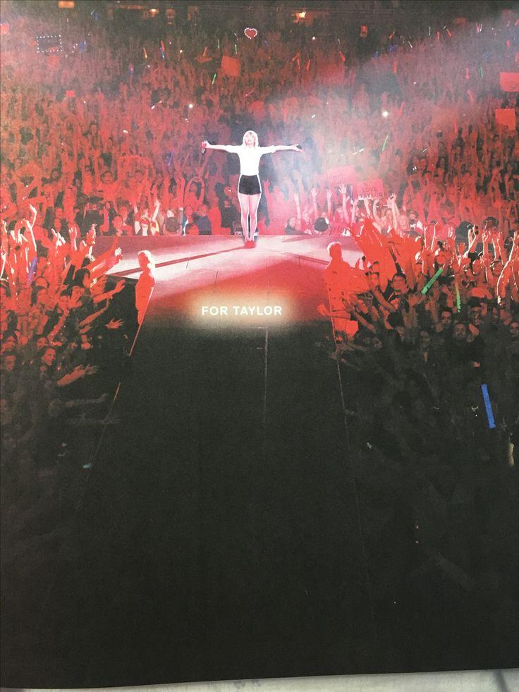 essie with the band: Das große Comeback! Damals in einer kleinen Stadt bei New Orleans: Südstaaten-Schönheiten tanzen durch die Straßen, Jazzmusik erfüllt die flirrende Luft - Zwischen Burgunder und Backsteinrot steigen wir with the band in das Spektakel ein.