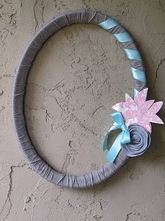 yarn and picture frame wreath: Frames Turning, Crafts Ideas, Crafts Diy Ideas, Decor Ideas, Turning Wreaths, Cute Ideas, Picture Frames, Pictures Frames Wreaths, Old Pictures Frames
