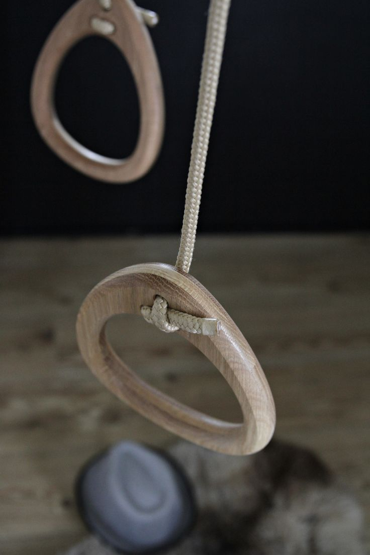Lillagunga Rings in oak with beige ropes.