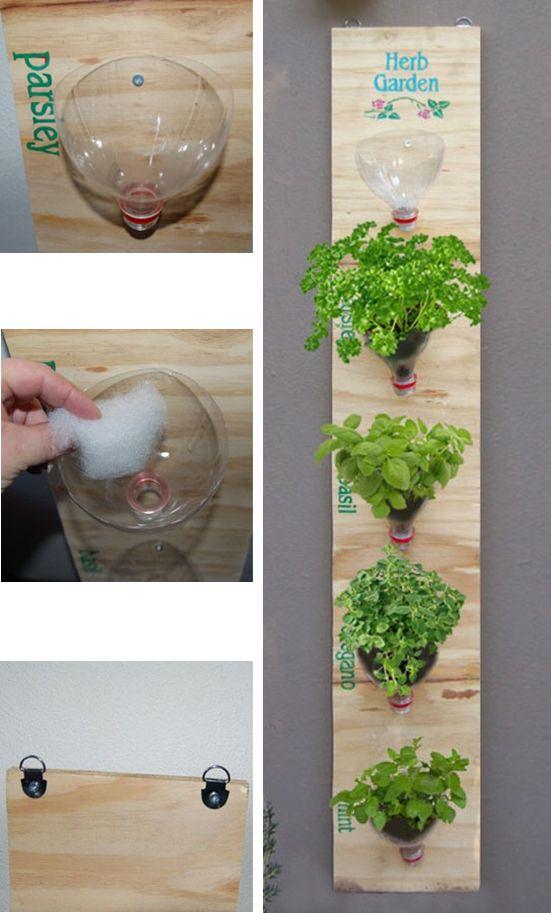 Plantar en cuellos de botellas plásticas. Jardín vertical. #Reciclar #Reciclaje | ReCiClaJe | Pinterest | Garden, Herb garden and Plants