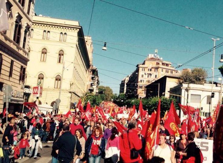 Cgil in piazza: al corteo studenti, nonni e bande musicali. Roma, 25 ottobre 2014.