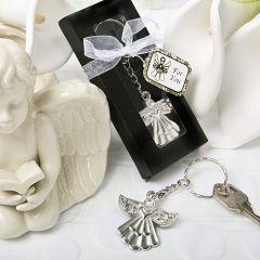 Melekler ile anahtarlarınız hep elinizin altında... Yurt dışından ithal, swarowski taşlı melek anahtarlık. Materyal: Metal, Gümüş Kaplama Renk: Gümüş Ölçüleri: 3,80 cm x 3,80 cm. (Halka ve zincir hariç ölçülerdir.)
