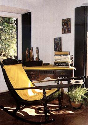 The planter's chair or the easy chair is my all-time favourite. How can you not relax your tired torso on the curve of this piece of art & prop your legs on the arm rests?