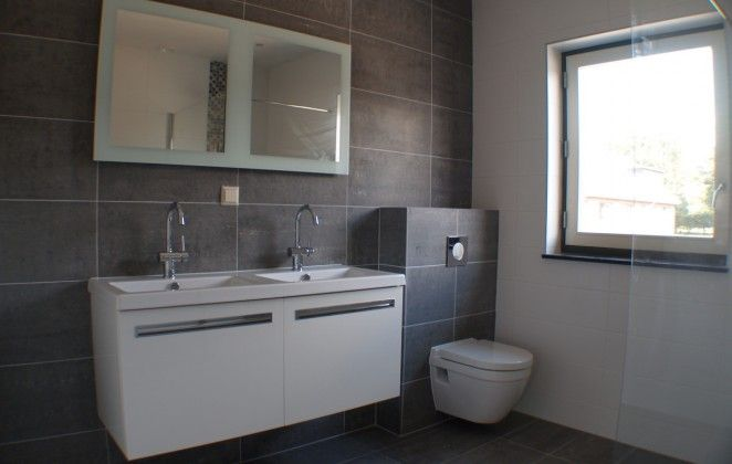 DeBadkamerVakman is gespecialiseerd in complete badkamer en toilet verbouwingen. Inmiddels hebben wij meer dan 700 nieuwe badkamers gerealiseerd.