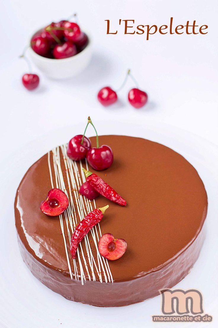 L'Espelette : Entremets Cerise - chocolat au piment d'Espelette - Macaronette et cie