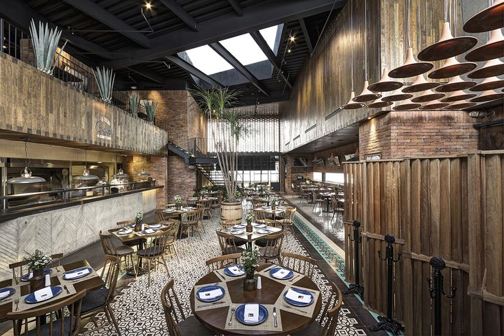 Built by LOA León Orraca Arquitectos in Tlajomulco de Zuñiga, Mexico with date 2013. Images by Marcos Gracia. The restaurant is located within a shopping complex, at the southern edge of the city of Guadalajara, Mexico. The big...