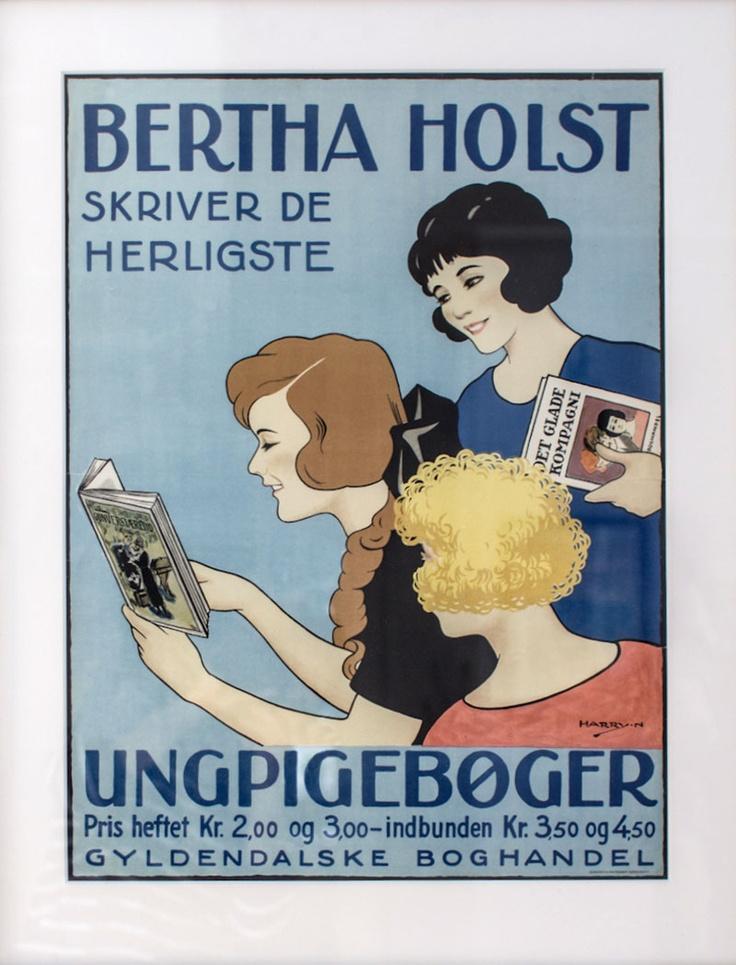 De her piger var nok meget artige, og læste flittigt Bertha Holst. Hun var forresten en lærerinde (1881-1929) som opdagede sit skrivetalent under en sengeliggende periode med tuberkulose. I hendes bøger var børnene de kloge, og de voksne måtte tage ved lære. Tranen nyder synet af de flinke piger til dagligt i marketingsafdelingen.
