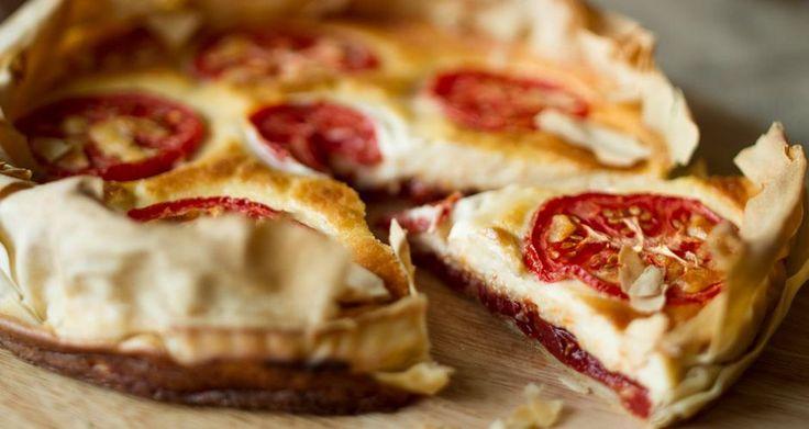 Τάρτα με τυριά και chutney ντομάτας
