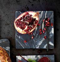 Platou, Picasso, 20 x 20 x 1 cm Chiar și mâncarea arată altfel pe marmură! Un bol de marmură sau un blat pentru preparate vor da o altă savoare rețetelor tale...cel puțin estetic :) #campaniisharihome http://sharihome.ro/campanie/marmura-estetica-si-functionalitate
