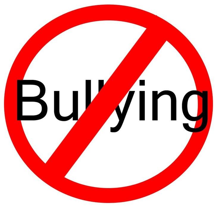 BULLYING, ocorre em qualquer lugar, os que fazem BULLYING e os que recebem são meninos e meninas.  Tudo começa com uma pessoa que depois de um tempo forma um grupo de agressores.  Os grupos de agressores se sentem bem fazendo isso, mas a vitima que recebe se sente, humilhada, ridicularia, fica triste etc.  Mas não existe só um tipo de BULLYING, existe vários outros tipos.  BULLYING-Verbal, Físico, Emocional, Racista, Cyberbullying.