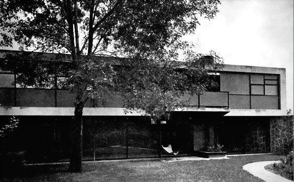 Vista desde el jardín, Casa habitacion, San Ángel, Alvaro Obregón, Ciudad de México 1955   Arq. Felipe Salido Torres -   Garden view of a house in San Angel, Alvaro Obregon, Mexico City 1955
