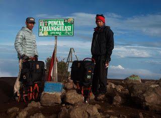 Tropical Wilderness: Pendakian Merbabu