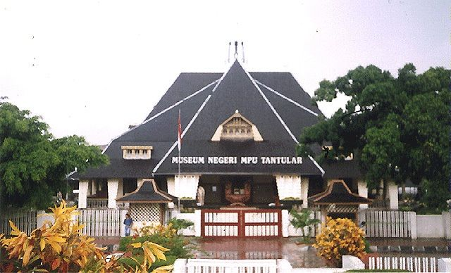 Growing History at the MPu Tantular Museum - #CushTravel.comBlog #Indonesia