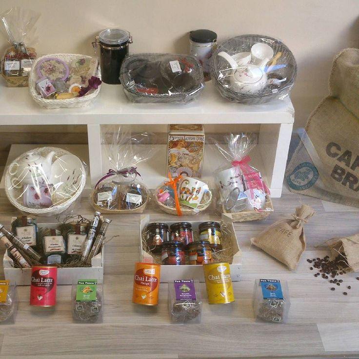 Si estás pensando en los regalos de navidad y no sabes que regalar aquí van algunas ideas. #navidad #regalos #detalles #regalosnavidad #ideas #packs #estuches #tea #tetera #teterajaponesa #tecaliente #tenavidad #tazas #botellasdeagua #termos #contigo #equa #especias #miel #mermelada #cafeorigen #cafecapsulas #chailattes #chocolates #chocolatenegro
