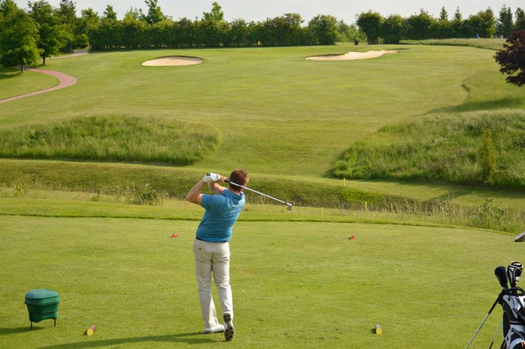 10th tee of the Lakes Course, par 72: the longest of Greetham Valley's two 18 hole championship golf courses at 6769 yards.