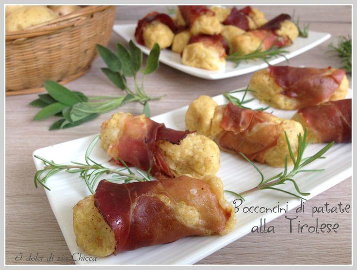 Avete fame? Io oggi avevo voglia di qualcosa di sfizioso e ho preparato dei saporiti Bocconcini di patate alla Tirolese.