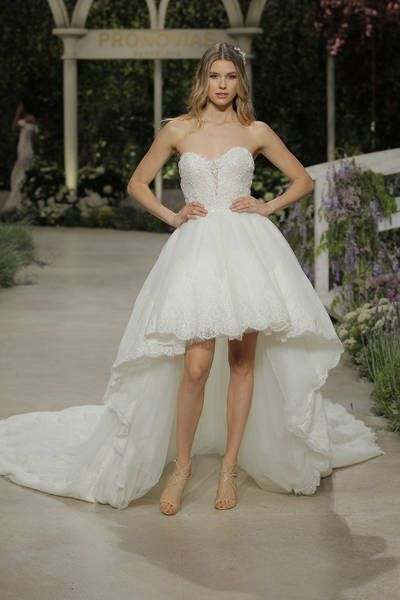 a5226ce4dd6e9 Pronovias 2019 Wedding Dresses: Trends From The Most Anticipated Show At  Barcelona Bridal Fashion Week Image: 8