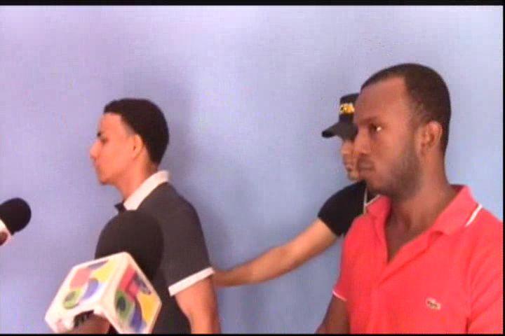 AutoRobo De 100 Mil Pesos – Policía Apresa Al Chofer Y Ayudante De Un Camión De BALDOM