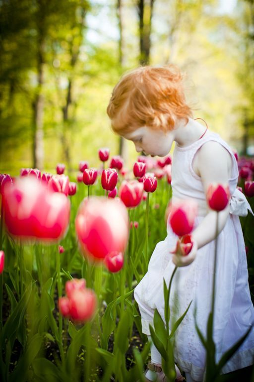 Kids spring picture ideas.  Little girl smelling tulips