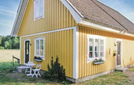 Strömsnäsbruk  Dit zon gele vakantiehuis is verdeeld over twee verdiepingen. Dierrijke natuuromgeving. Lagaån dat 3 km verwijderd is van het huis biedt zwem -en vismogelijkheden. Elchpark 15 km  EUR 120.00  Meer informatie  #vakantie http://vakantienaar.eu - http://facebook.com/vakantienaar.eu - https://start.me/p/VRobeo/vakantie-pagina