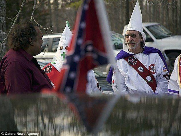 O que acontece quando um homem negro de visão decide encarar a Ku Klux Klan? Daryl Davis e a Ku Klux Klan