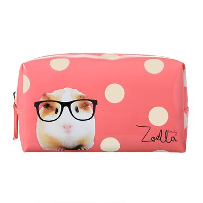 This gorgeous printed Zoella Beauty Guinea Pig Beauty Bag can store anything you need it to, keeping life super easy and organised! Outer material: 100% PVC. Lining material: 100%...