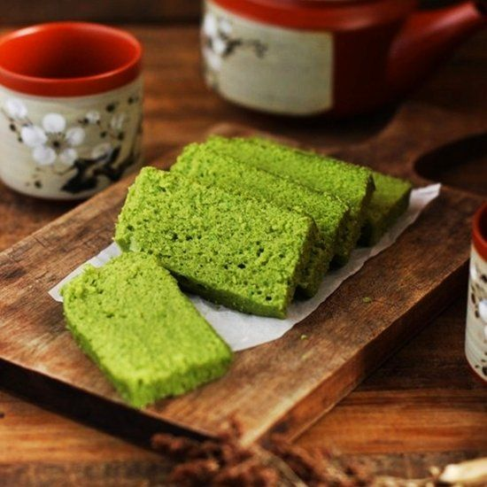 moist and addictive matcha green tea fragrant steam cake.
