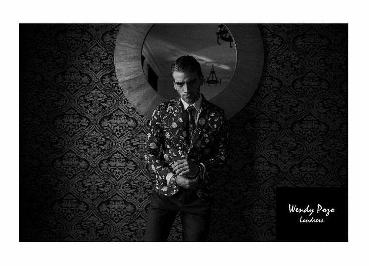 Mафия Hombres de Honor  Fotografia : Mairo Arde Mua : Javi Katsner M : Eric Fraga ( New Models) Vestuario : Wendy Pozo - Londress Produccion : Constanza Silva www.londress.cl Santa Lucia 234 Bellas Artes Alvarez 32 L 10 Viña del Mar  #hombresdehonor #editorial #menswear #male #model #tailoring #jacket #flowers #Londress #newmodels #magazine #pattern #suit #dappermen #test #blackandwhite #fashionphotography #vestuariomasculino