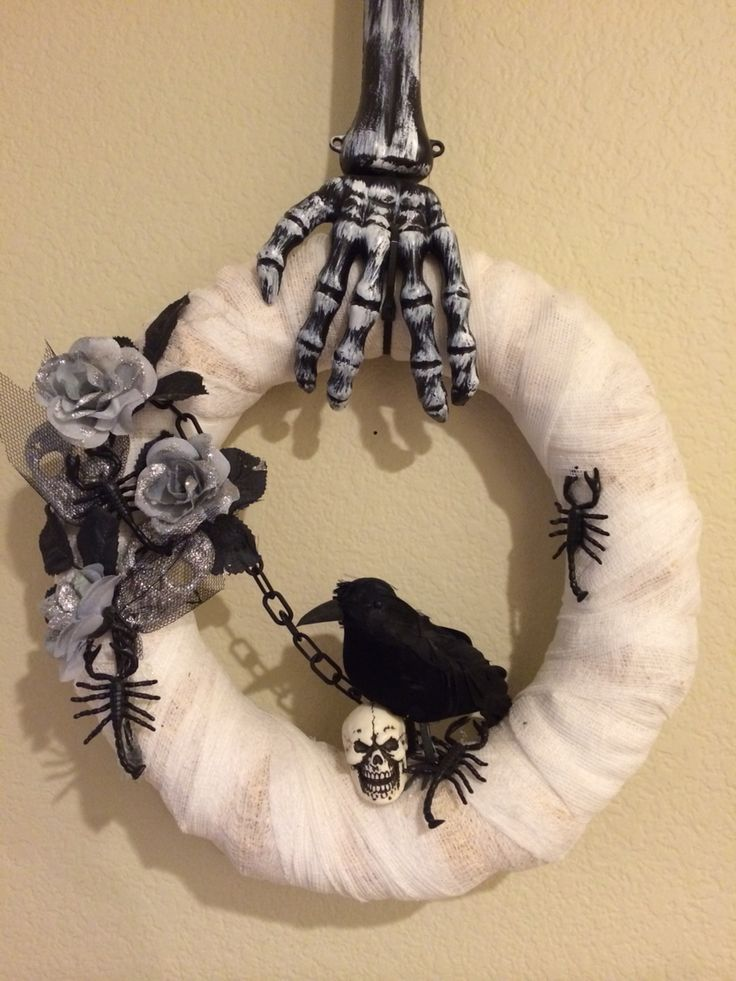 Easy DIY Halloween Wreath: All decorative items on the wreath are from Dollar Tree & 99 cents store.