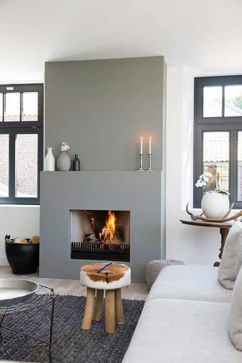 Kek kleurtje! Heel mooi met naturellen, stevig zwart en fris wit. interieur inspiratie (via Woningkijk Restyling)