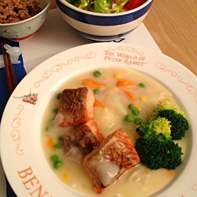 涼しくなってきたので、ご飯も冬仕様になってきました〜 - 76件のもぐもぐ - 鮭のクリームシチュー by Toshipie