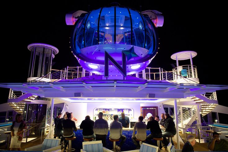 North Star Bar (Deck 15): This is the most popular outdoor bar as it is next to the entrance to the North Star and provides great views of the pod, as well as a panoramic view over the pool deck.