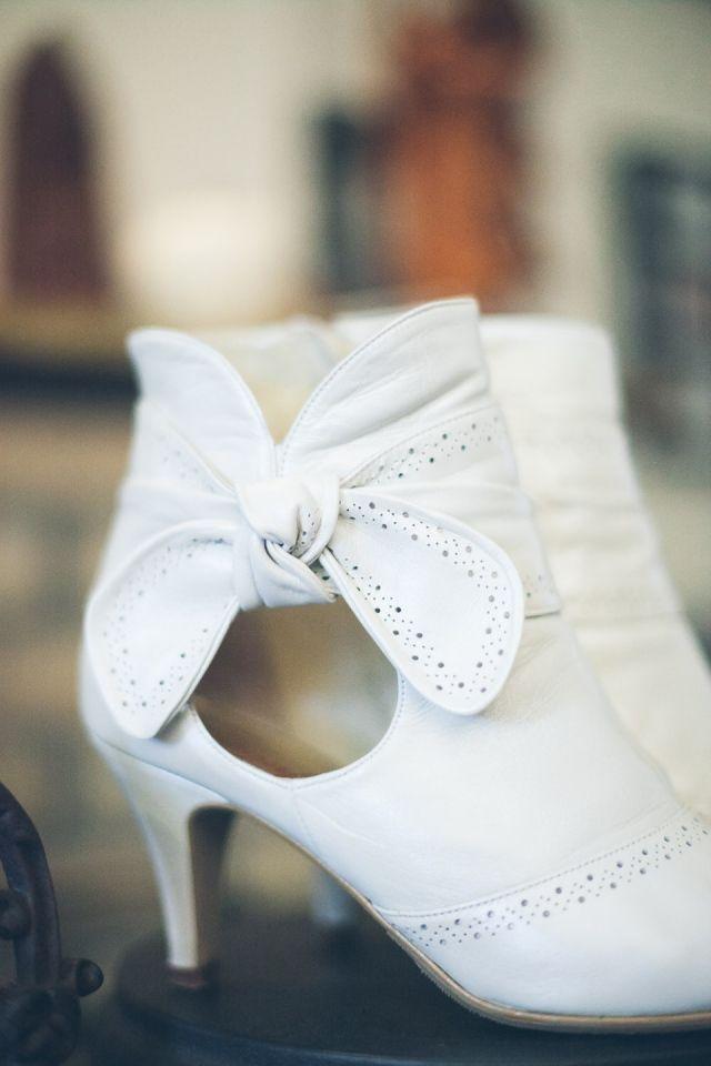 #pumps #bruidsschoenen #trouwschoenen #strik #strikjes #bruiloft #trouwen #bruiloft #inspiratie #wedding #bridal #shoes #heels #inspiration | Bruidsschoenen met strikjes | ThePerfectWedding.nl | Photography: Nadiafotografeert
