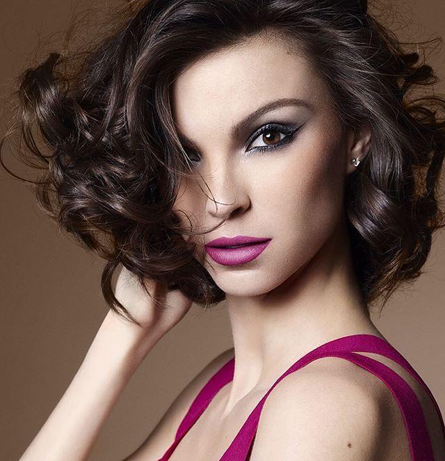 Sabadão com olho preto e boca pink ombre. Se jogue! Batom Rosa 4 de Natura Una. Make por Marcelo Costa