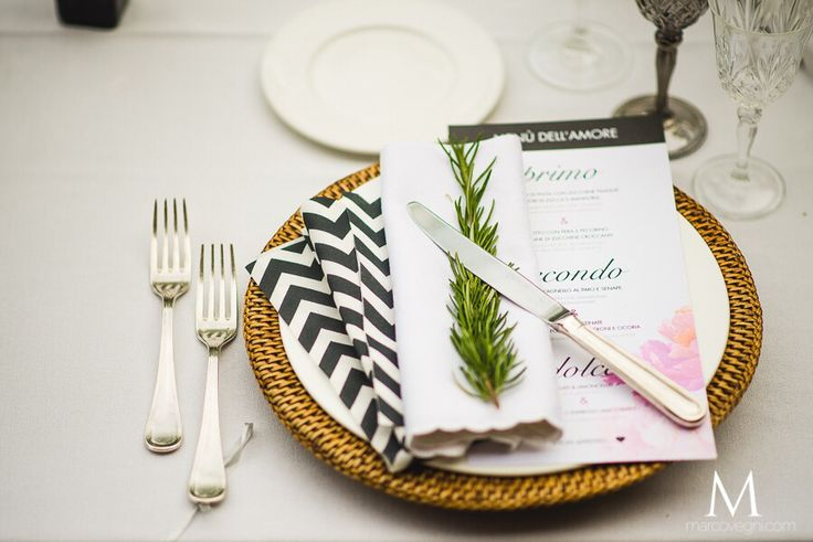 Unusual table layout: Rattan underplate, silver cutlery, fumè glass, striped napkins. #weddingtablelayout #weddingitaly #weddingtuscany #weddinginitaly #weddingintuscany #italianweddingdesigner