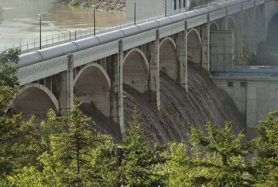 Glenmore Dam spillover 6 pm June 21st.