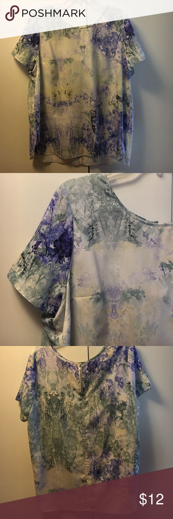 Beautiful, loose fitting top Comfortable, loose fitting top. Perfect for a summer day! Charlie Jade Tops