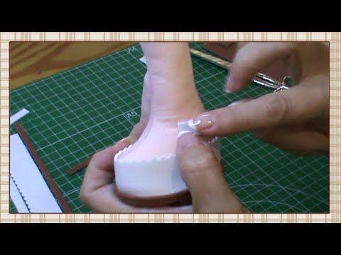 Tutorial: Muñeca completa 3ª parte: Rellenar cuerpo y hacer zapatos - YouTube