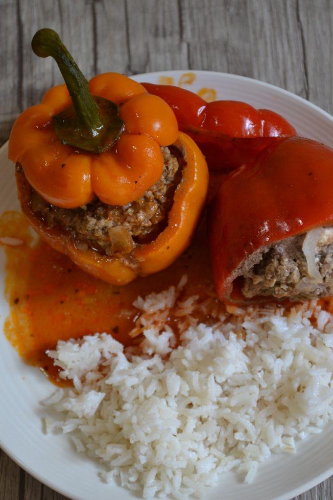 Gefüllte Paprika mit Hackfleisch und Feta Rezept zum Selbermachen - Familienrezepte zum Selberkochen.
