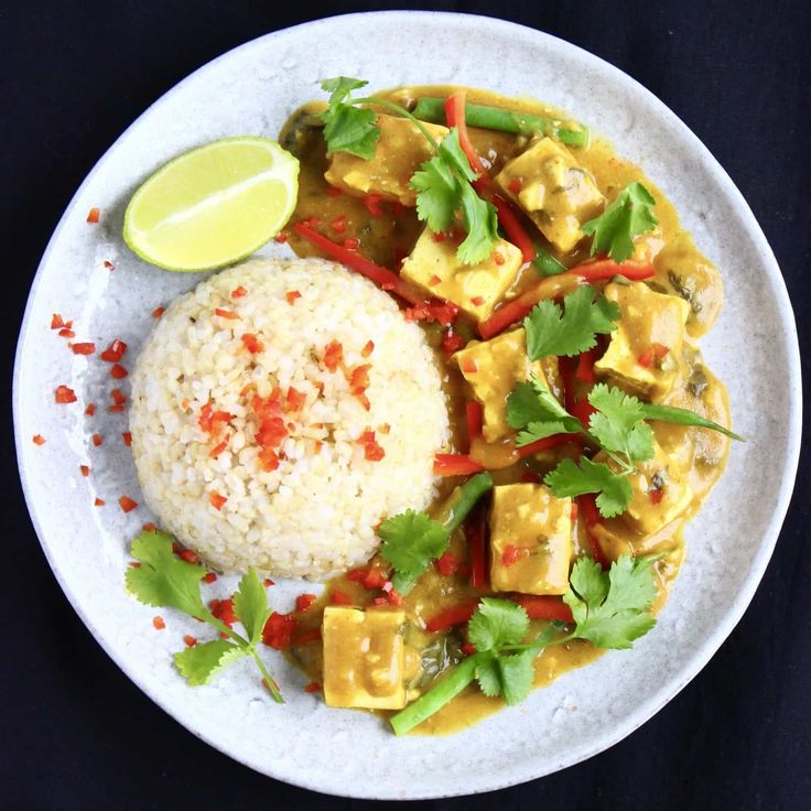 This Peanut Tofu Satay Curry is amazingly easy to make, super satisfying, and packed full of flavour. Undetectably vegan and gluten-free.