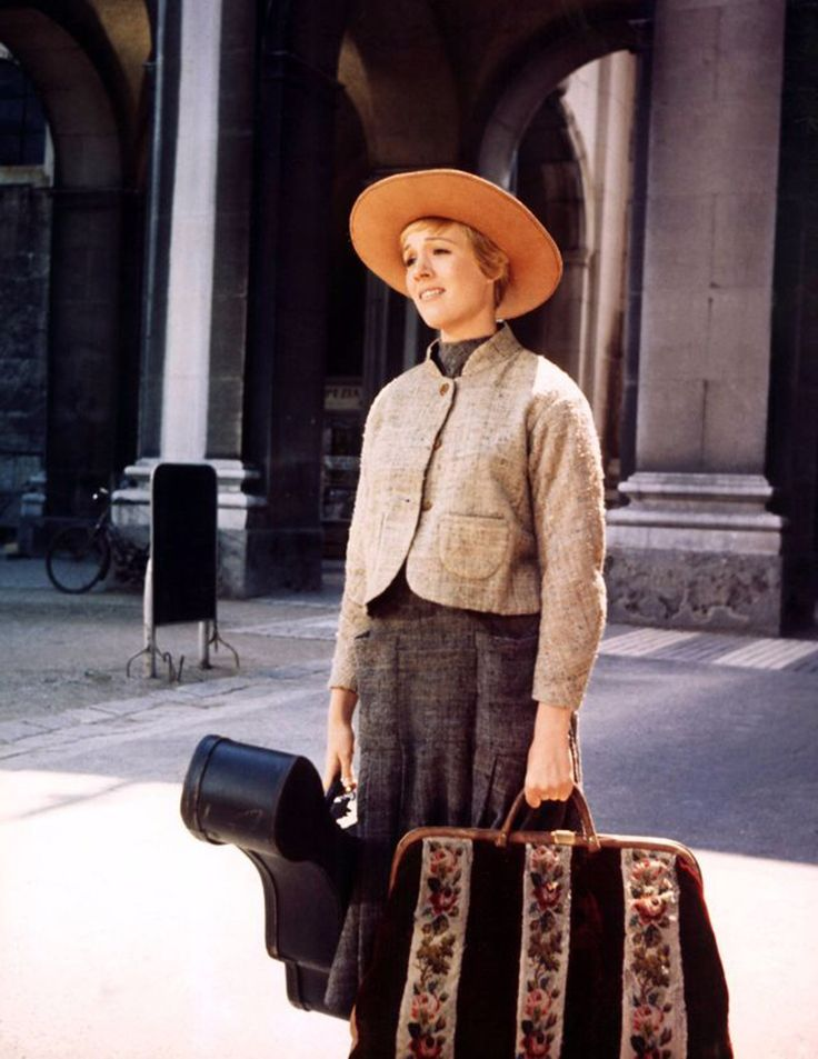 Attractive Color Photographs from the '50s and '60s of Actress Julie Andrews