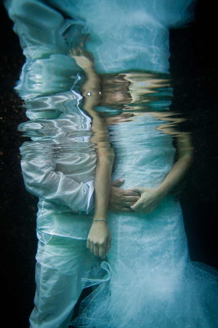 underwater groom and bride!!! Trash the dress! an incredible adventure I will always recommend! Its a MUST!
