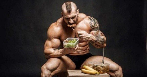 Discover how to build muscle fast. This guide for building muscle talks about how to eat and workout to build bigger and stronger muscles #musclebuilding