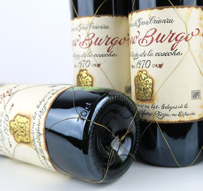 1970 Rioja Campo Burgo Gran Reserva - 6 flessen  6 flessen - Campo Burgo 1970 Gran Reserva (75 cl).Wijn gekocht in de La Torre van Bodegas y La Puerta in Rioja in 2003.Opgeslagen in privé kelder tot vandaag.80% tempranillo 20% garnacha - gevinifieerd in grote houten kuipen voor 18 maanden vanaf de oprichtende het wijngoed (1895) en vervolgens naar vat gegoten. Leeftijd 54 maandenlang in oude vaten. Pijnigde 8 keer eenmaal per 6 maanden met de traditionele Riojan fust-vat-methode. Gebotteld…