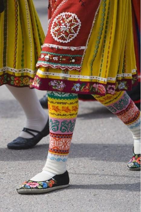 folkthings: Folk embroidery of Muhu island, Estonia http://folkclothing.tumblr.com