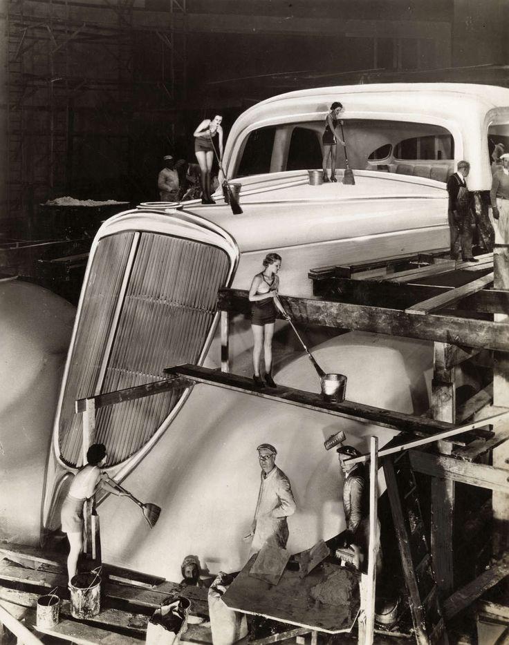 C'est une photo retouchée d'une voiture Studebaker Land Cruiser géante qui était présentée à l'Exposition Universelle de 1934 à Chicago.