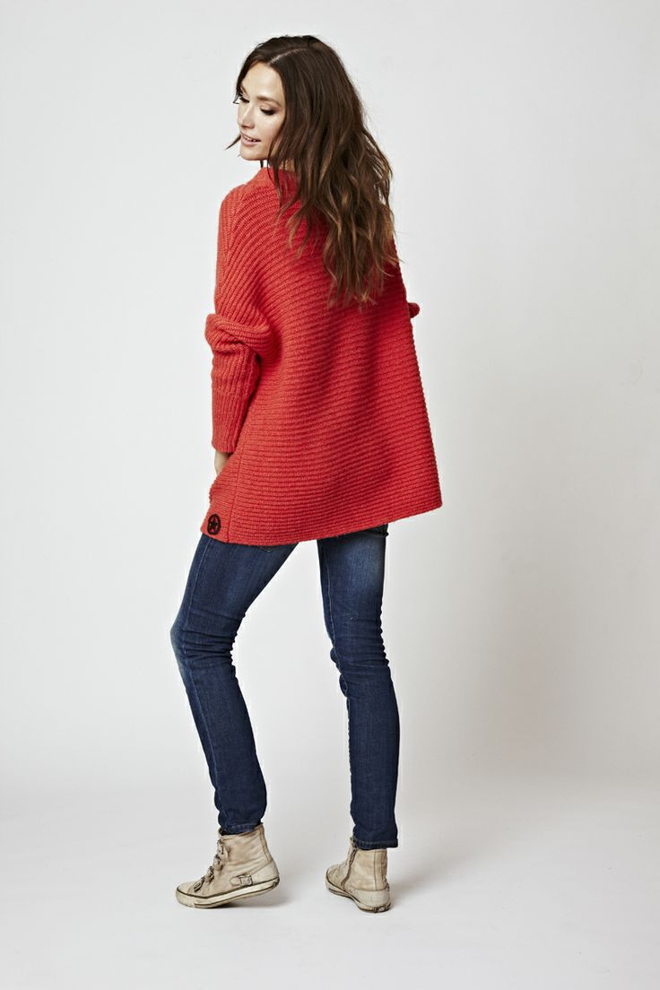 WE LOVE CORAL! Florence Design Loose fit Sweater in wool.