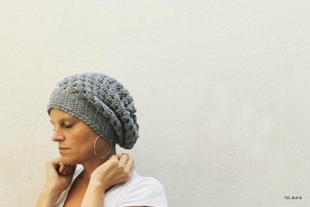 Un cappellino a uncinetto facile da fare. Spiegazioni in italiano.