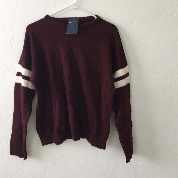 Bnwt Brandy Melville sweater Bnwt Brandy Melville Sweaters Crew & Scoop Necks
